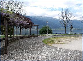 Die Seepromenade am Pamvotida See von Ioannina